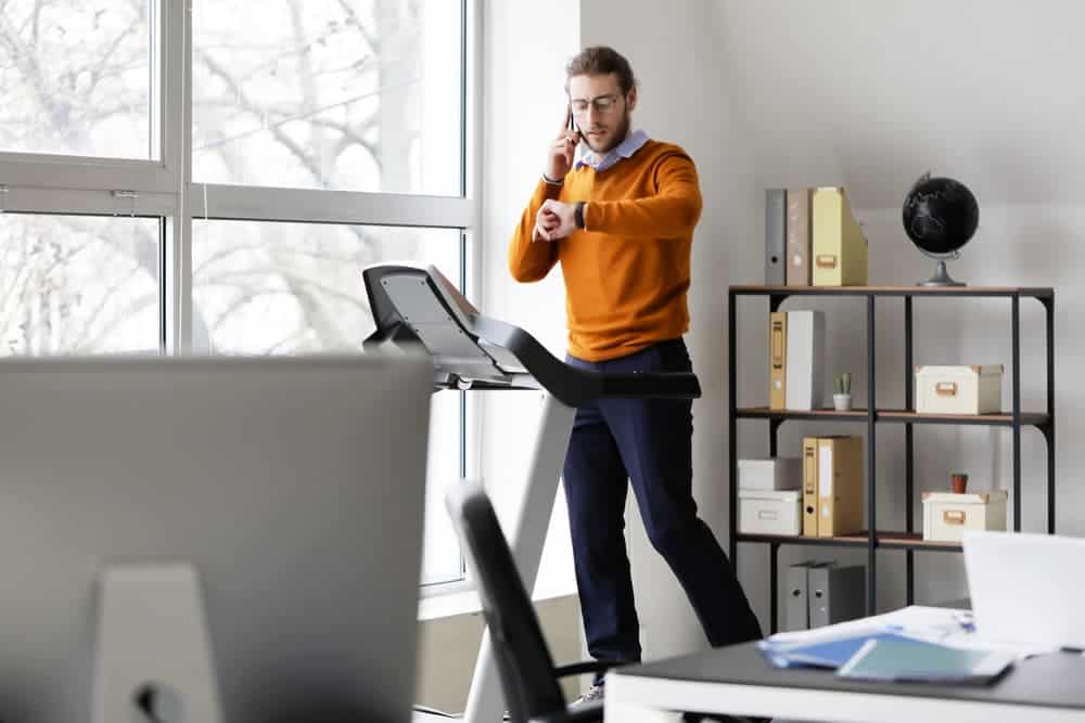Health Constitution_Multitasking with a Desk Treadmill
