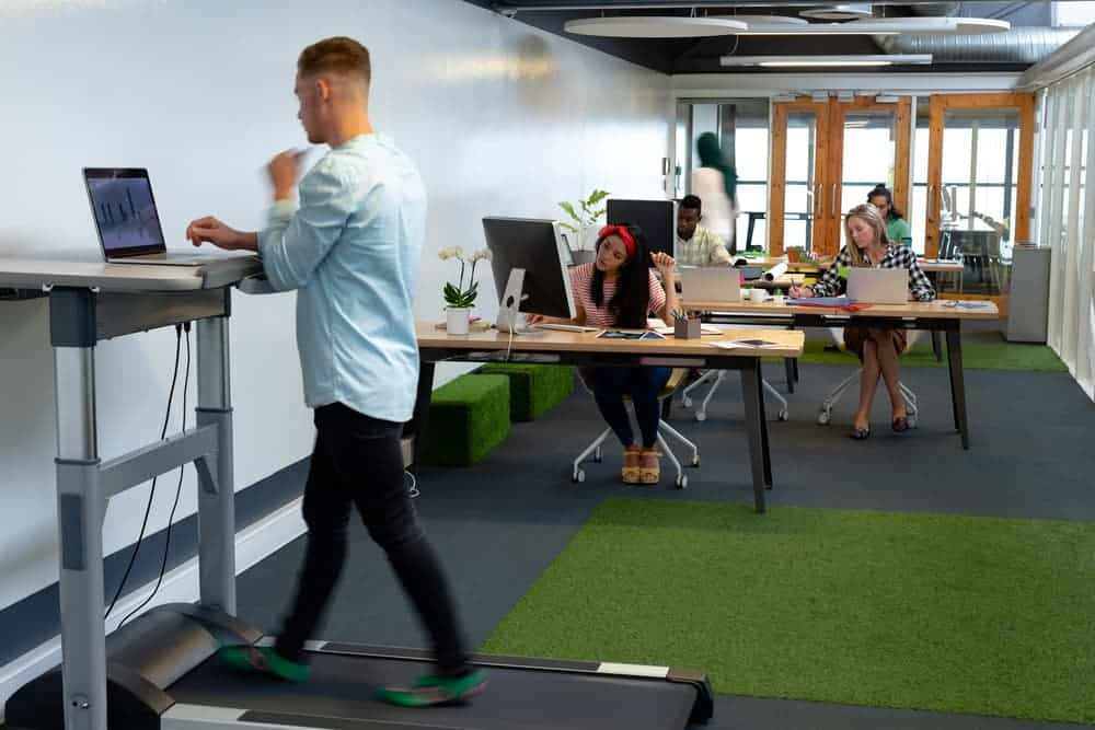 Health Constitution_Pros and Cons of a Desk Treadmill